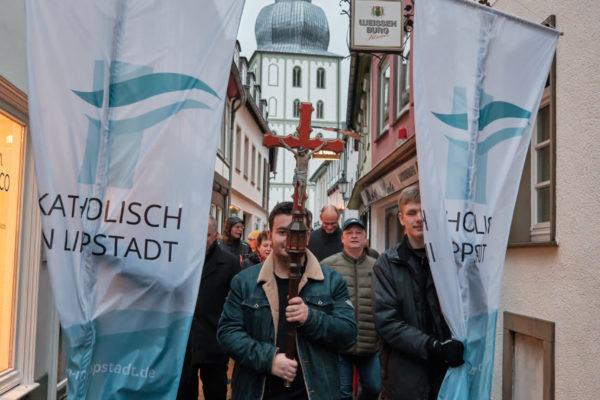 Mit einem Weggottesdienst und Stationen in der Lippstädter Kernstadt feierten die Christen in Lippstadt einen Gottesdienst an Maria Lichtmess.